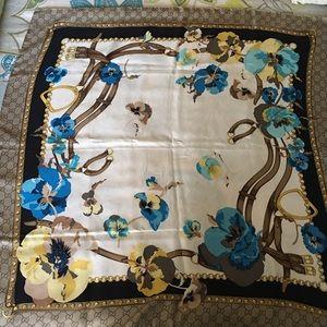"""Beautiful Gucci """"new panshie""""silk scarf"""